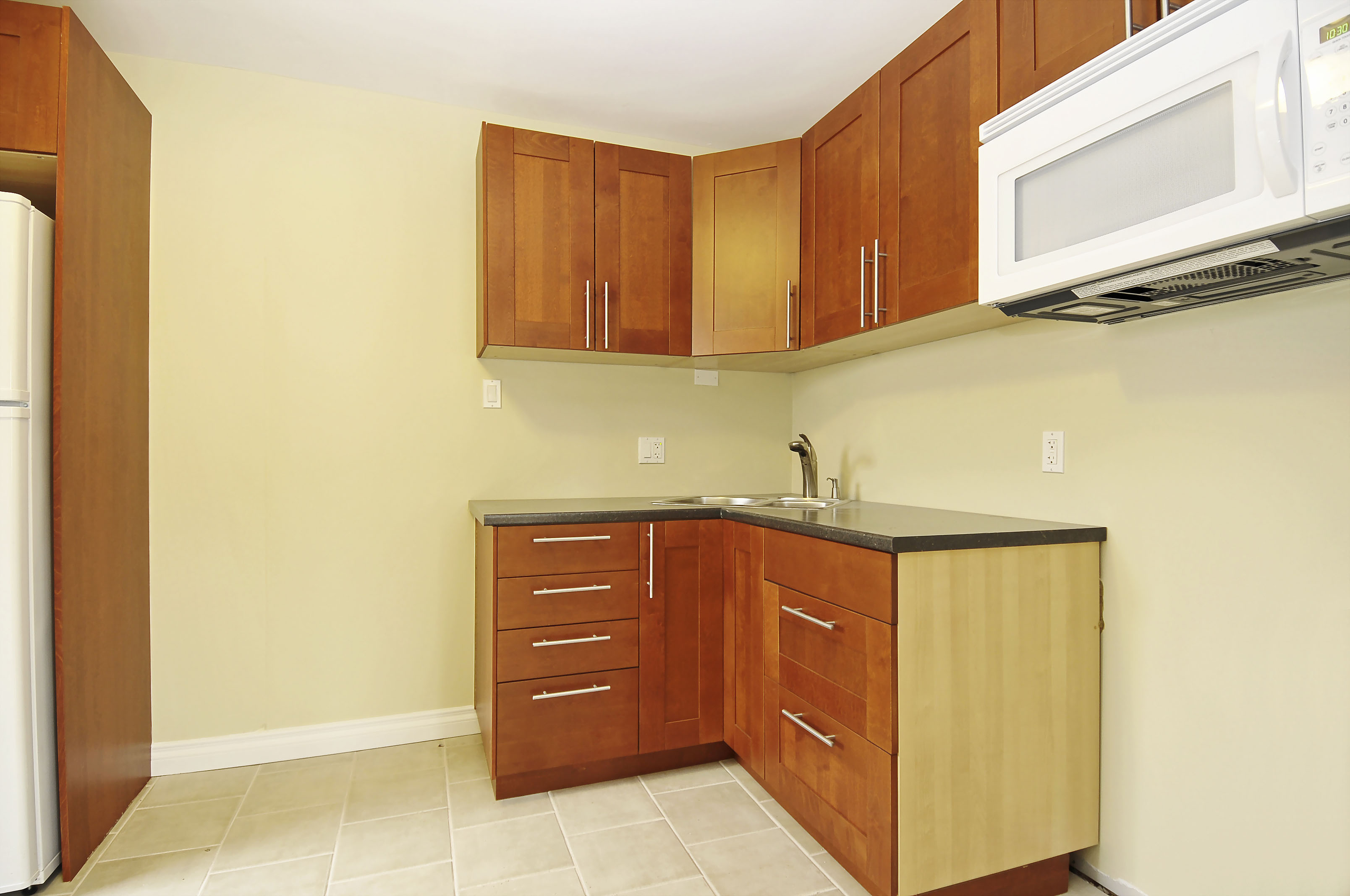 2-1127 Richard Avenue second floor kitchen counter