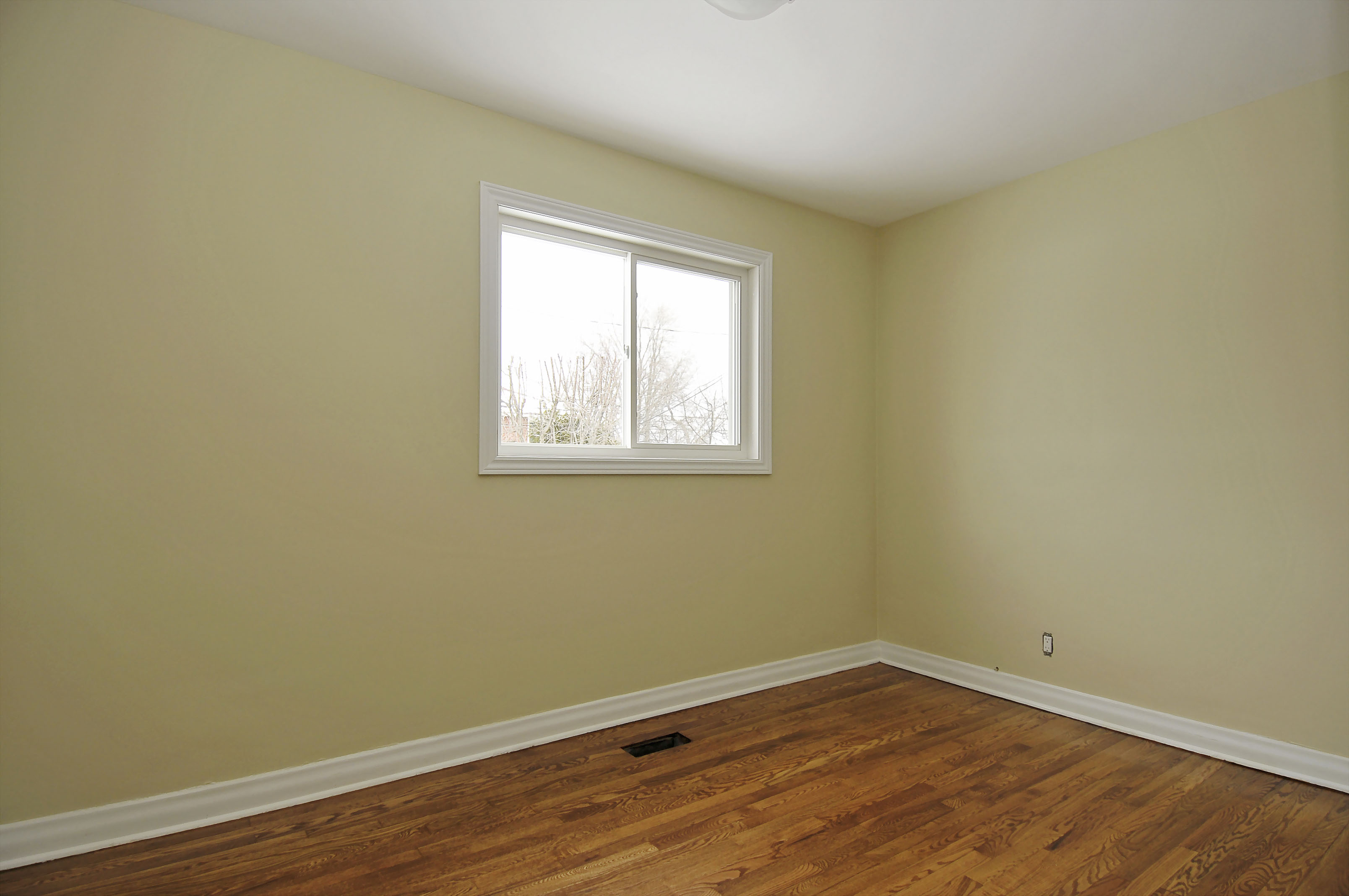 2-1127 Richard Avenue second floor bedroom 1
