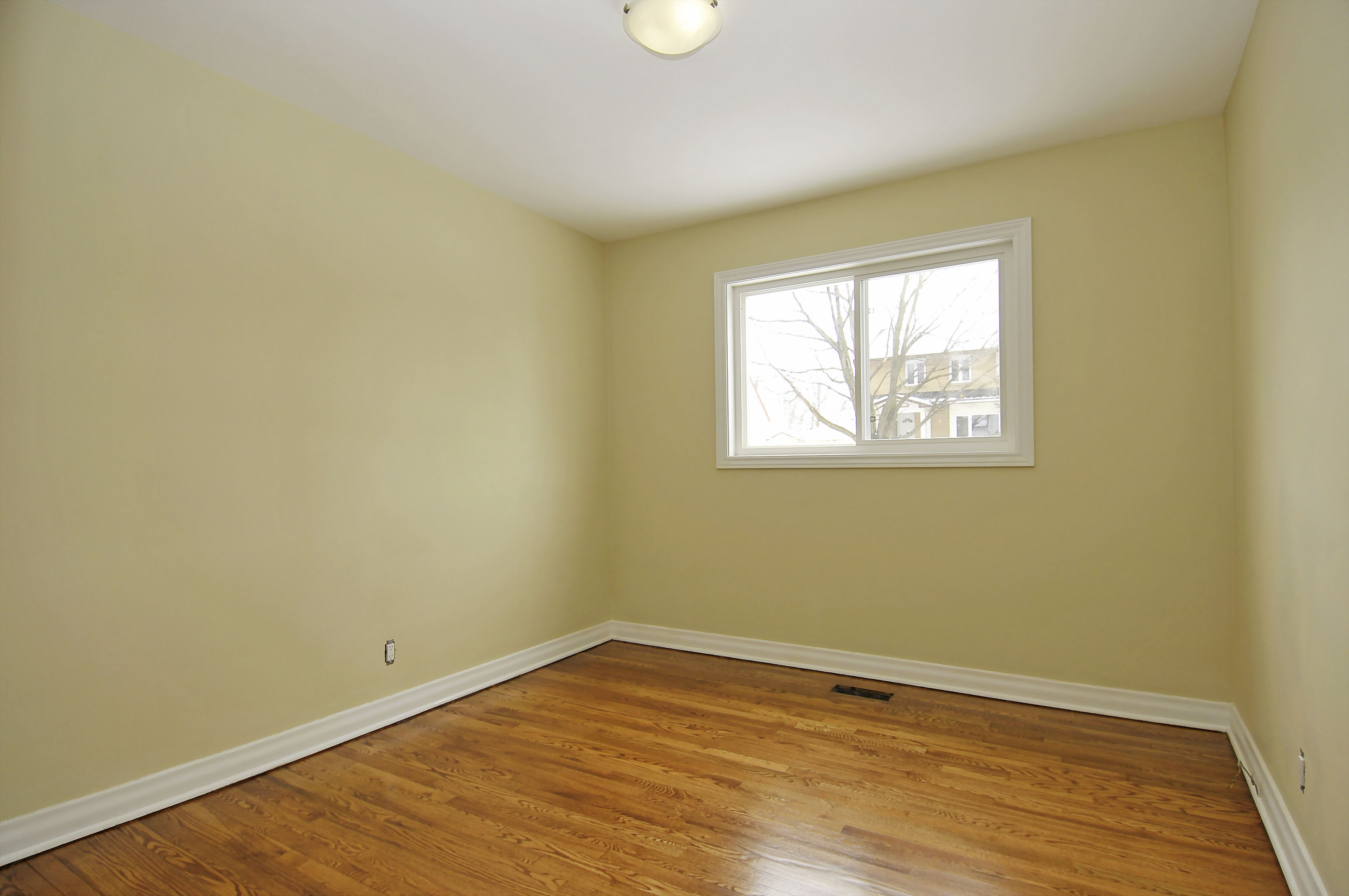 2-1127 Richard Avenue second floor bedroom 2