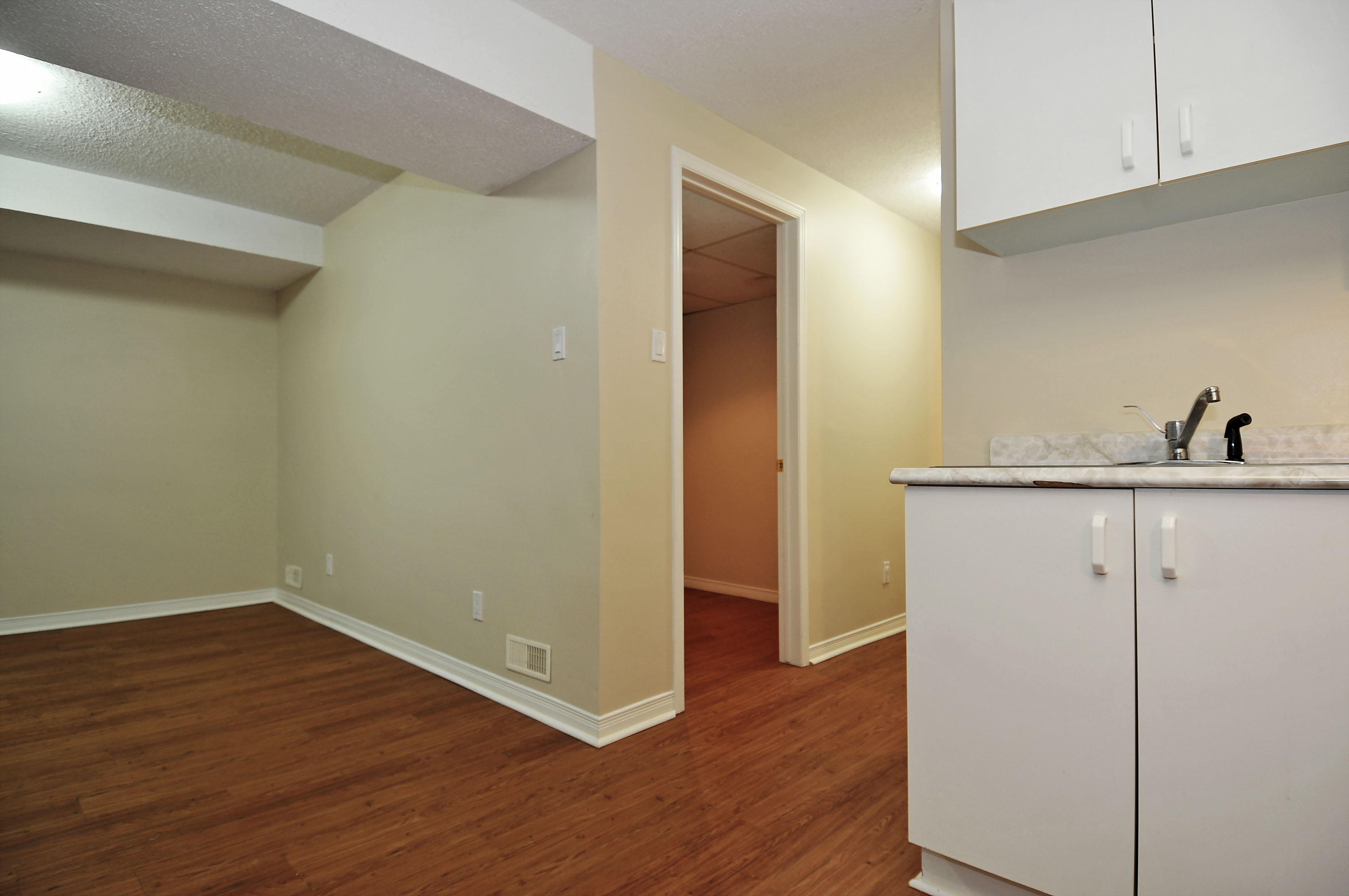 2-1503 Gilles Street hallway