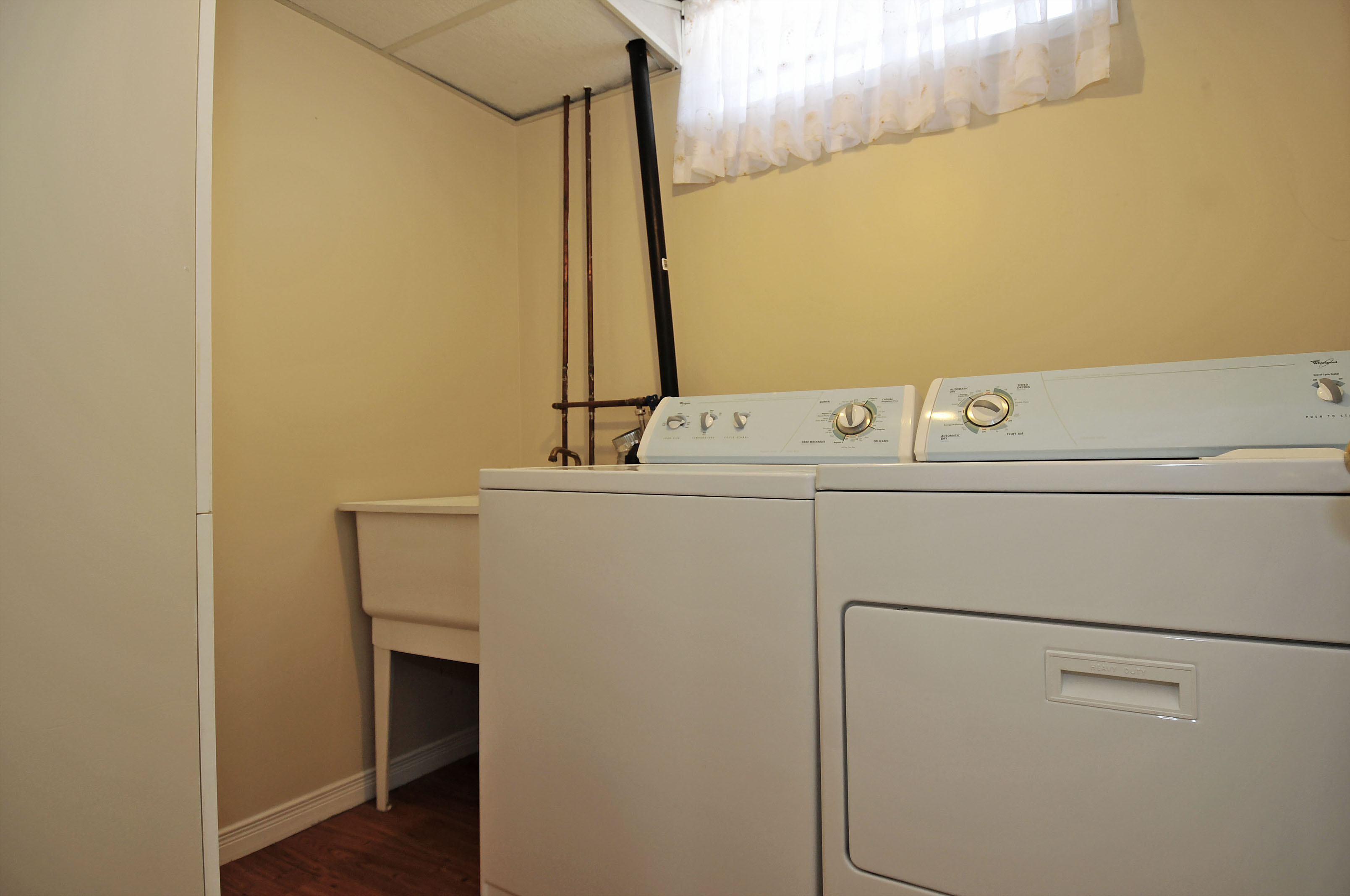 2-1503 Gilles Street laundry room
