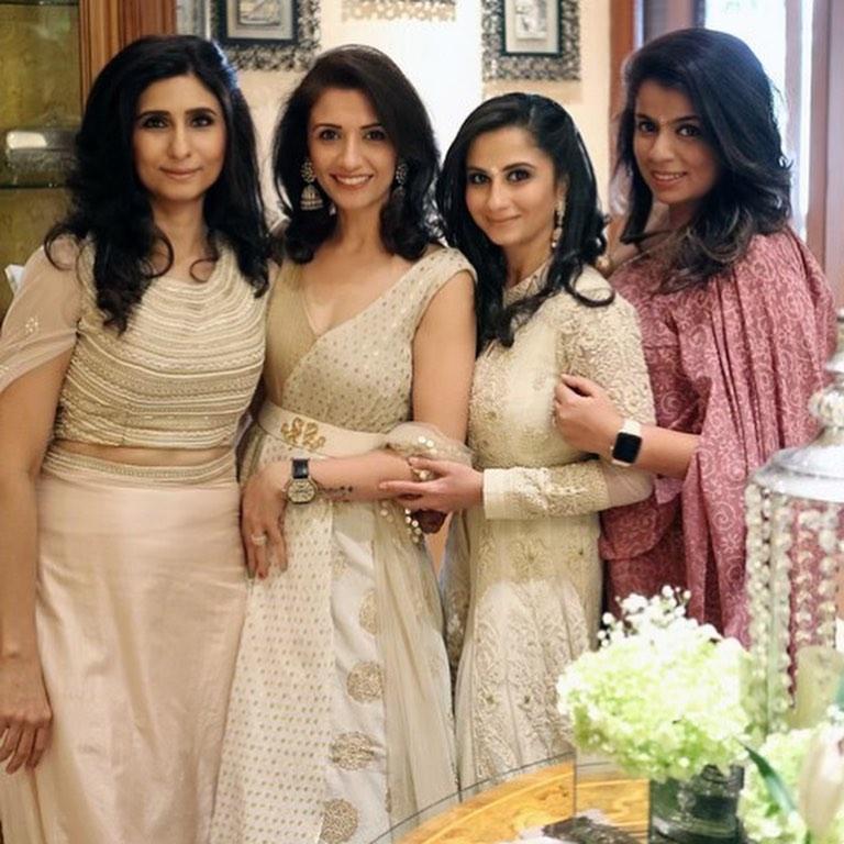 Ini Kesibukan Lain Manoj Punjabi Bersama Istri Shania Punjabi Dan Keluarganya
