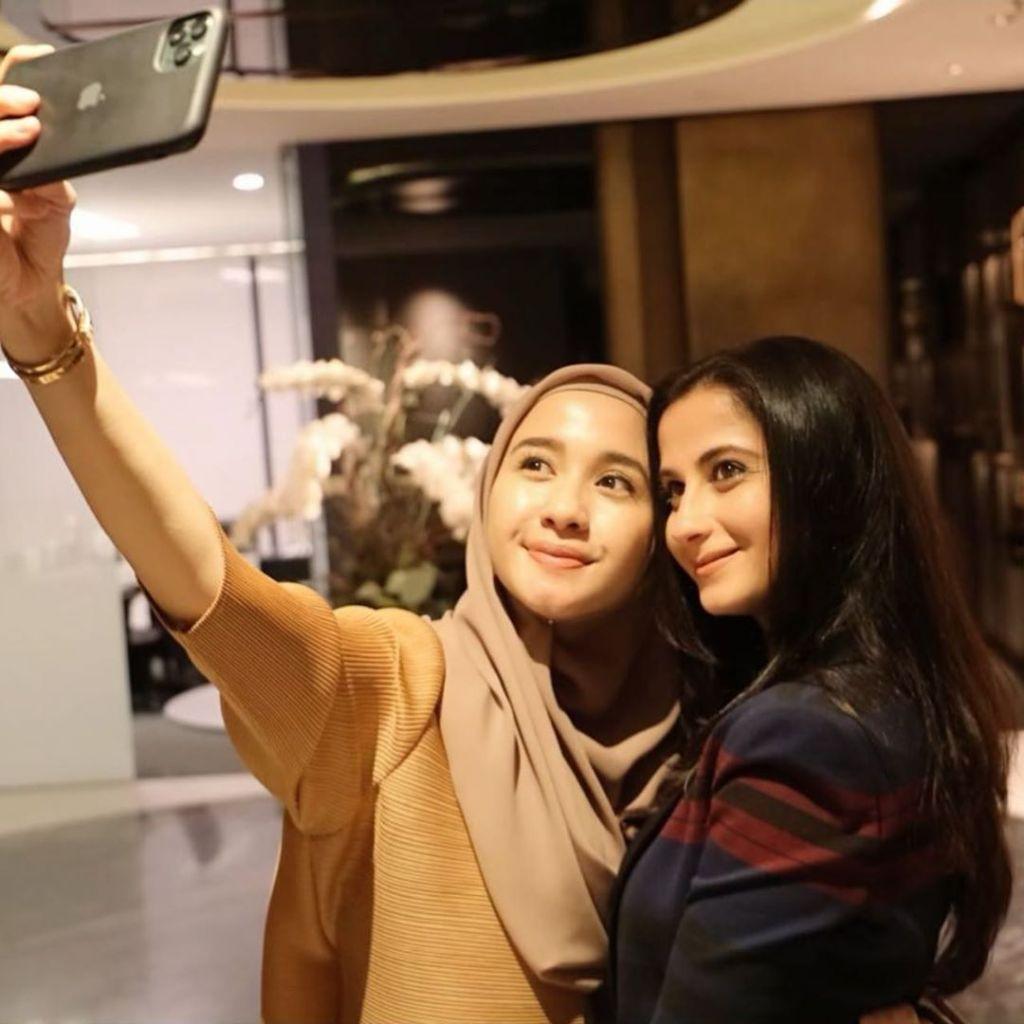 Siapa Yang Paling Jago Selfie, Manoj Punjabi Atau Laudya Cynthia Bella