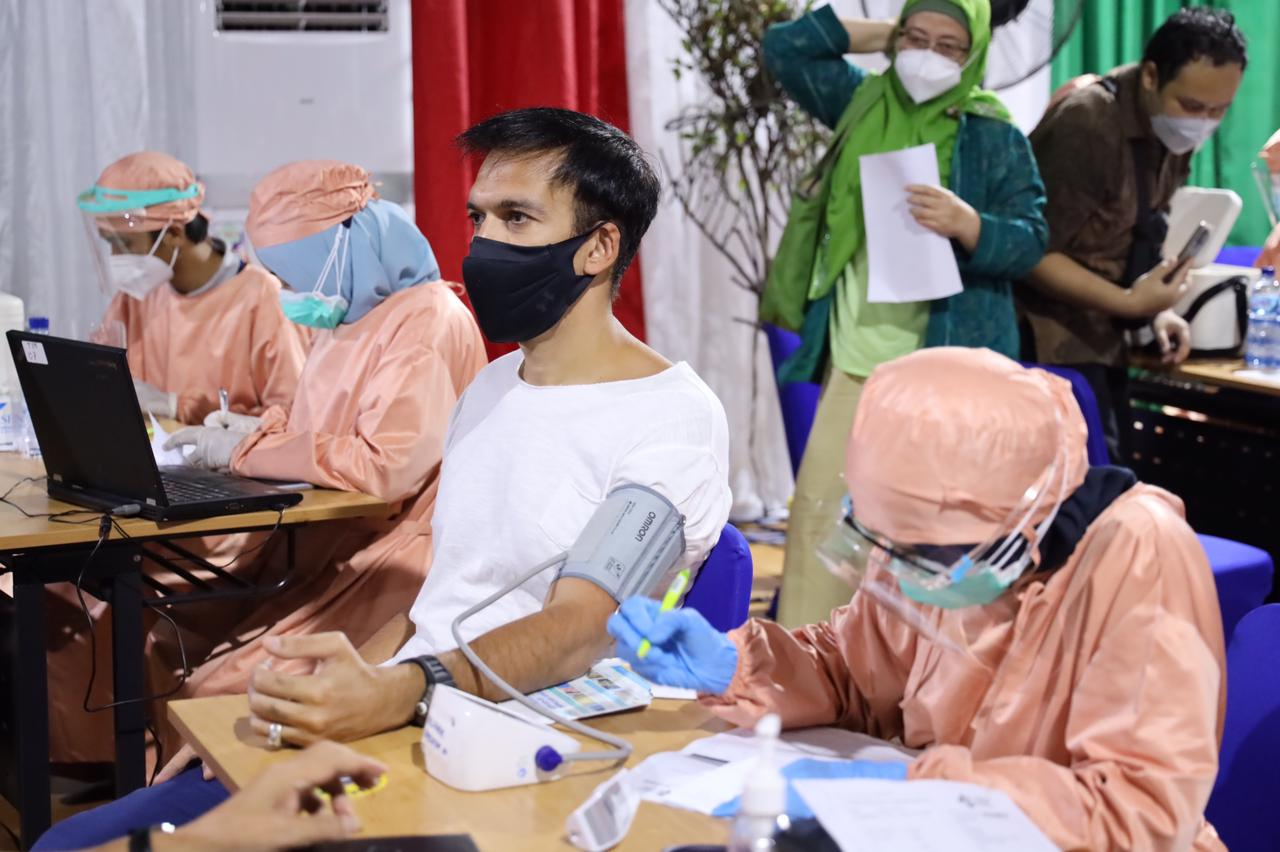Hari ini tepat di Hari Film Nasional saya bersama para insan perfilman Indonesia sudah menerima suntikan pertama vaksin #Covid19