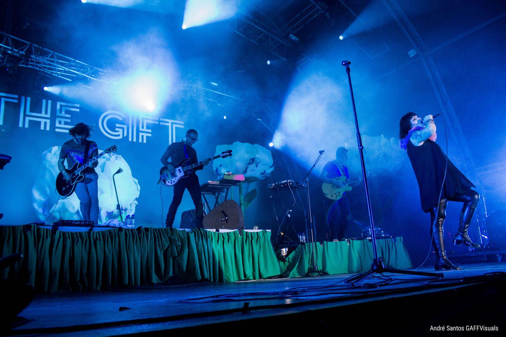 O Sol da Caparica: The Gift