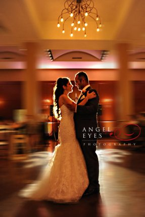 The-Newberry-Library-wedding-first-dance