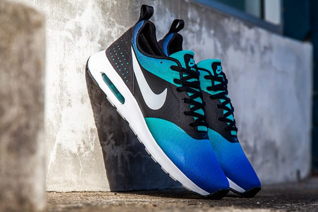 Nike Airmax Tavas mens (Blue and Black)