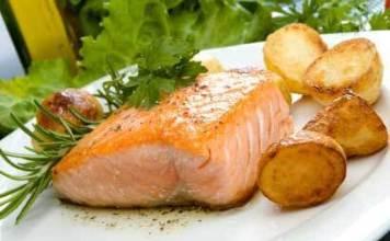 Σολομός λεμονάτος με πατάτες στο φούρνο