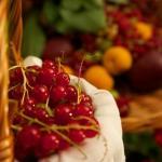 Καθαρίζουμε τον λεκέ από κόκκινα φρούτα