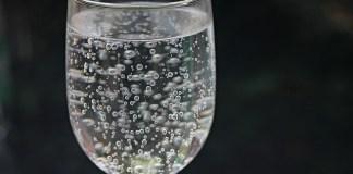 Το κόλπο με το ανθρακούχο νερό, το γνωρίζεις;