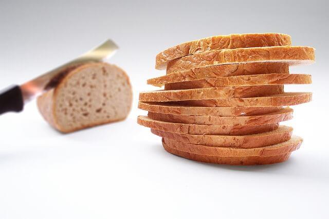 Το ψωμί πως το κόβουν;
