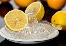 Ο Μίμμης φτιάχνει χυμό λεμονιού
