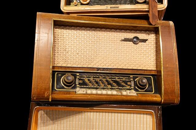Ενα ραδιόφωνο από τα παλιά