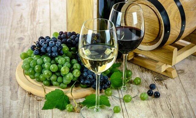 Με το άσπρο κρασί που περίσσεψε