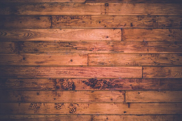 Επεσε λάδι στο ξύλινο πάτωμα; Υπάρχει κόλπο!