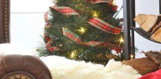Με κρεμάστρες θα φτιάξεις Χριστουγεννιάτικο δέντρο