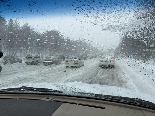 Γλιστράει το αυτοκίνητο στον πάγο;