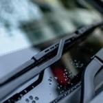 Καθαρίζουμε τους υαλοκαθαριστήρες αυτοκινήτου