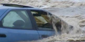 Αν πέσει το αυτοκίνητο στη θάλασσα
