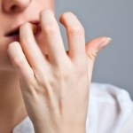 Αν τρώτε τα νύχια σας