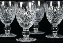 Καθαρίζουμε τα παλιά κρυστάλλινα ποτήρια