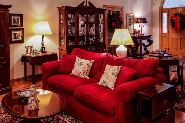 51 καναπέδες με την ανάλογη διακόσμηση