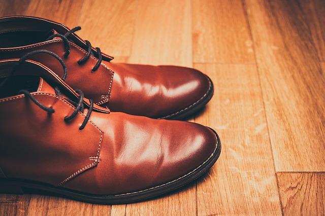 Σκληρά δερμάτινα παπούτσια