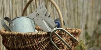 Προστάτεψε τα εργαλεία του κήπου από τη σκουριά