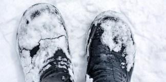 Δερμάτινα μποτάκια και λεκέδες χιονιού