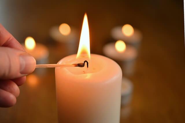 Το κόλπο για να μη στάξει το κερί