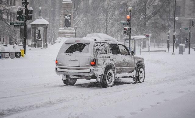 Πως θα αποφύγετε τον πάγο στο παρμπρίζ του αυτοκινήτου