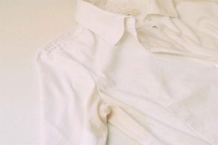 Λεκές ιδρώτα στο ρούχο και πως θα τον καθαρίσεις