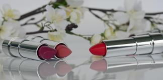 Για να παραμείνει το lipstick