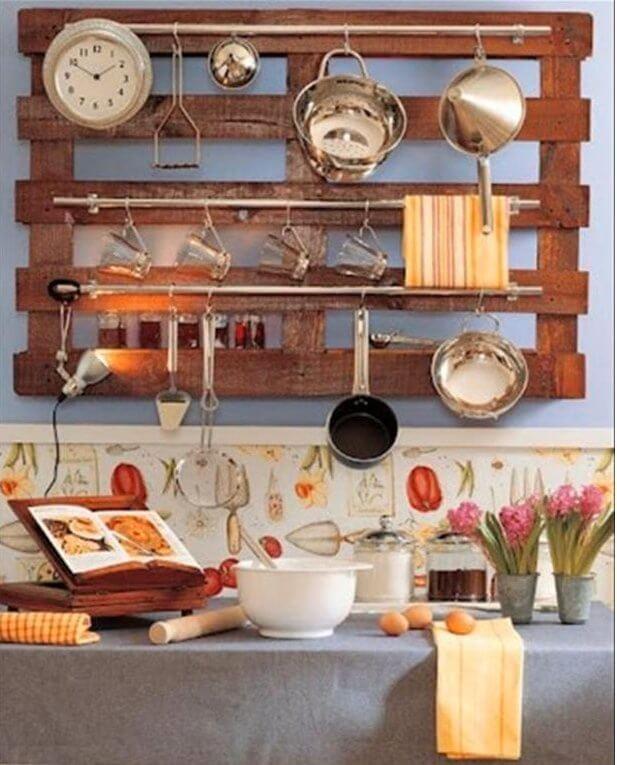 Μια παλέτα για τα κουζινικά
