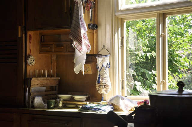 Πολύ βρόμικα τζάμια κουζίνας