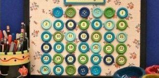Φτιάξτε ημερολόγιο τοίχου με κουμπιά.