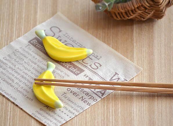 2 chopsticks φτάνουν για να φτιάξεις την τέλεια μπανάνα .. στα μαλλιά