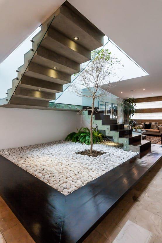 Εξυπνες ιδέες - κατασκευές κάτω και γύρω από μια σκάλα