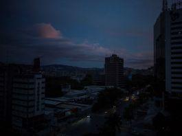 Αν σκέφτεσαι να πας στο Καράκας πάρε μαζί κι ένα φακό