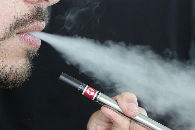 Πόσο αθώο είναι το ηλεκτρονικό τσιγάρο;