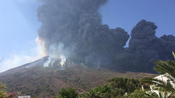 Συγκλονιστικές εικόνες απο την έκρηξη του Στρόμπολι (video)