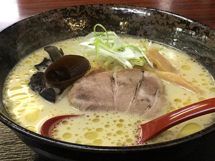 平成30年 八雲町 麺屋むすび 鶏白湯麺