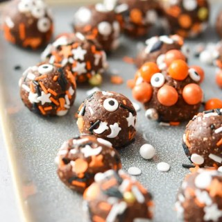 brownie-bites-feature-image-with-balls-on-a-plate