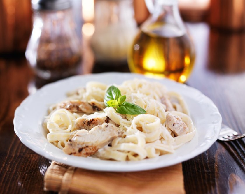 This chicken alfredo recipe is just one of 20+ leftover chicken ideas you can use to fill your weekly meal plan, save you money and reduce waste.