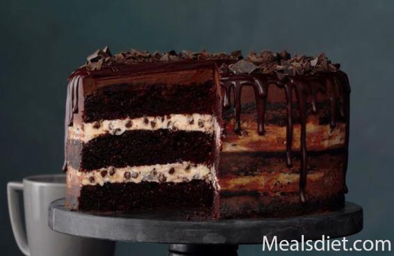 كعكة جاناش الشوكولاتة بثلاث طبقات