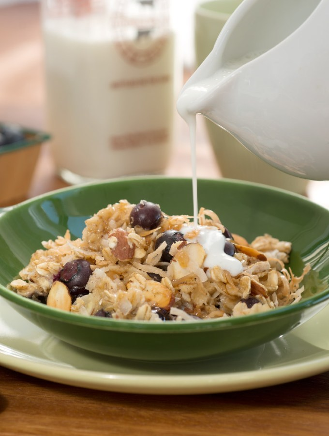 Easy Baked Blueberry Almond Oatmeal