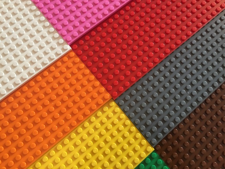 Strictly Brics Review base plates like lego rainbow set