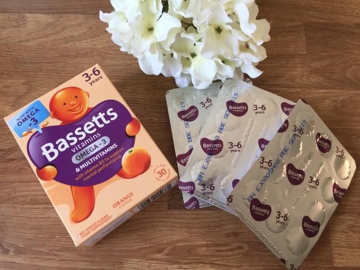 Bassetts Vitamins Omega-3 + Multivitamins Orange Flavour Pastilles