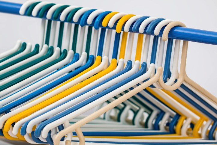 storing baby clothes - ideas and using small coat hangers