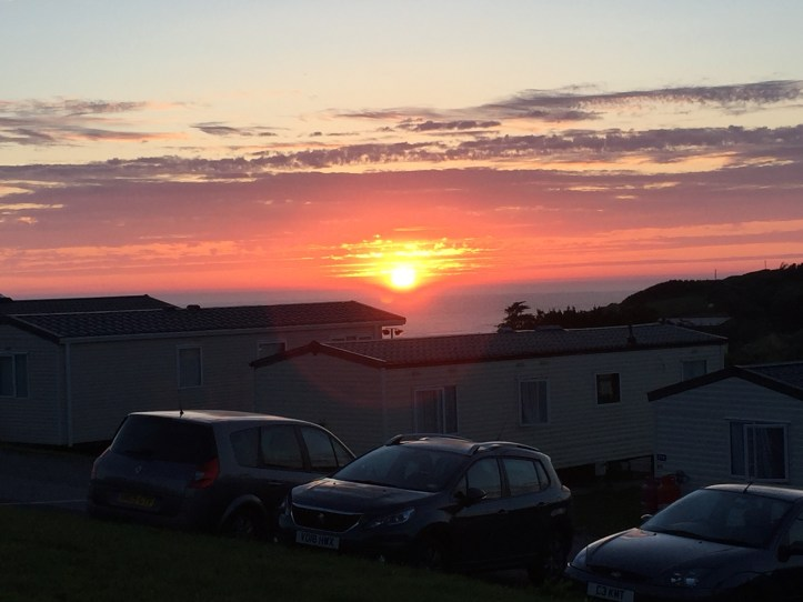 amazing sunset at john fowler widemouth bay caravan park